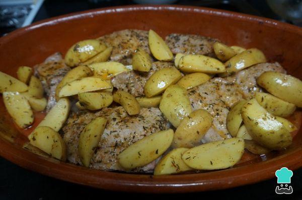 Receta de Costillas adobadas con patatas al horno - Paso 6