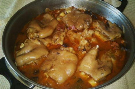 Manitas de Cerdo en Salsa de la Abuela